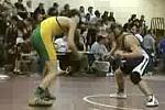 Wrestler bezwingt Gegner mit einemBackflip